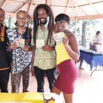Welele accompagné de quelques fans à artisanat en fête
